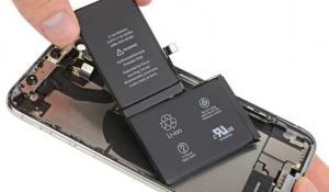 iPhone XS. Замена батареи смартфона.